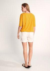 comma - Print T-shirt - apricot - 2