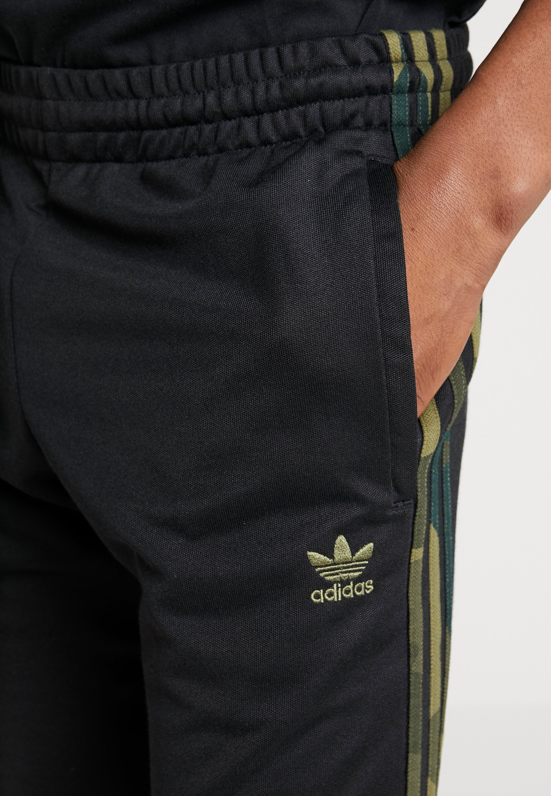 adidas Originals CAMO - Tracksuit bottoms - black/multicolor bUzAU
