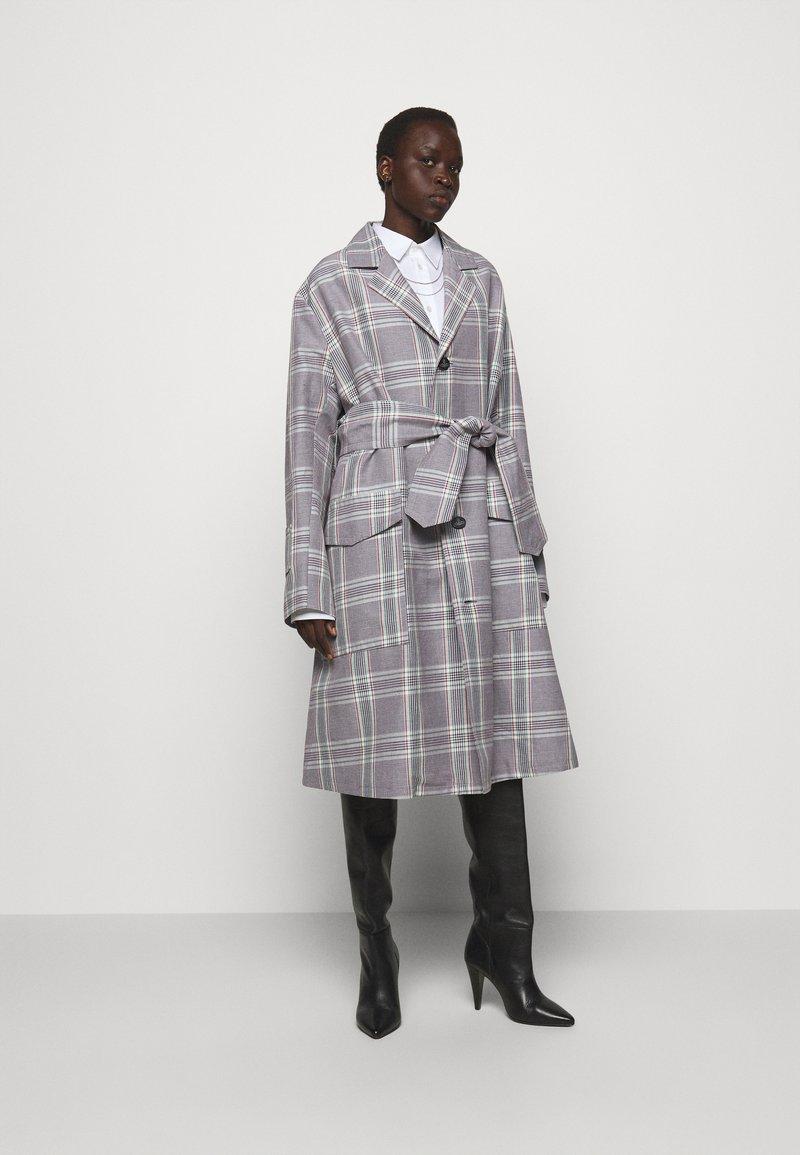 Vivienne Westwood - COAT - Klasický kabát - multi