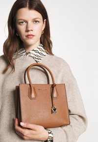 MICHAEL Michael Kors - MERCER MESSENGER - Handbag - luggage - 1
