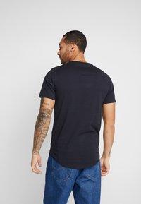 Only & Sons - ONSMATT  5-PACK - Basic T-shirt - black/white/blue - 2