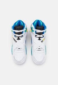 Ewing - ROGUE X YO! MTV RAPS - Höga sneakers - white - 3