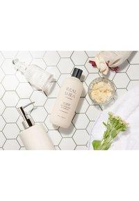 RATED GREEN - REAL SHEA BUTTER NOURISHING SHAMPOO - Shampoo - - - 2