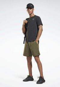 Reebok - UNITED BY FITNESS EPIC+ - Pantalón corto de deporte - green - 1