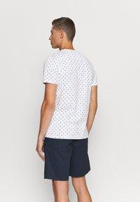 Lyle & Scott - FLAG - T-shirt med print - white - 2