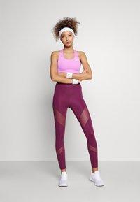 Nike Performance - BRA - Sports-BH-er med lett støtte - fuchsia glow/white - 1