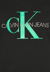 Calvin Klein Jeans Plus - SEASONAL MONOGRAM TEE - T-shirt con stampa - black/andean toucan - 4