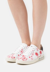 MOA - Master of Arts - GALLERY - Sneakers basse - white/red - 0