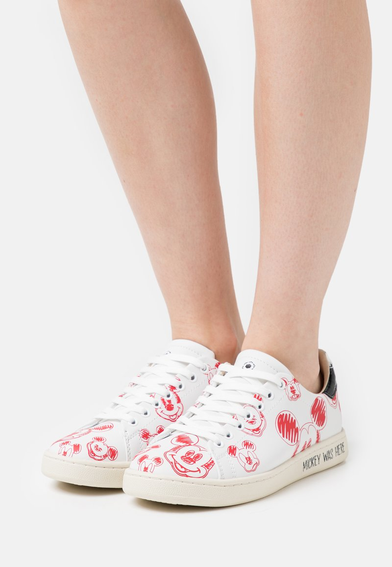 MOA - Master of Arts - GALLERY - Sneakers basse - white/red