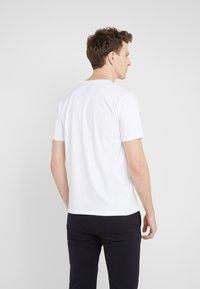 Bricktown - SMALL BOOM - T-shirt print - white - 2