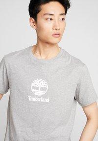 Timberland - STACK LOGO TEE - T-shirt print - medium grey heather - 3