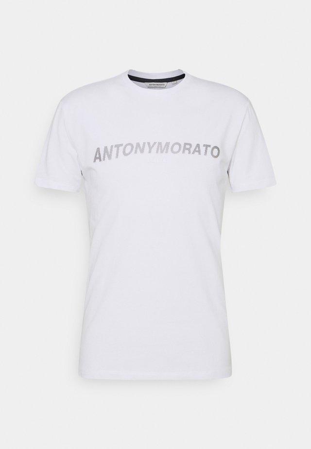 SUPER SLIM FIT WITH PINS BICOLOUR LOGO - T-shirt imprimé - bianco