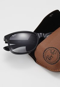 Ray-Ban - Occhiali da sole - black/gray gradient - 1