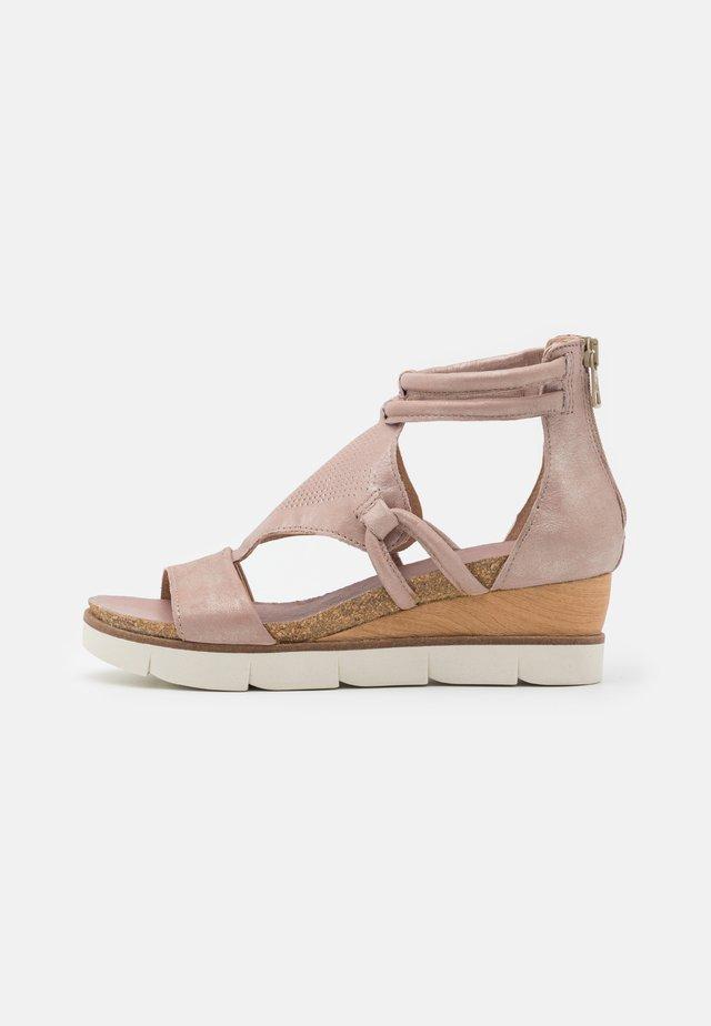 TAPASITA - Sandalen met plateauzool - skin