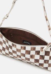 Monki - Torebka - brown/white - 2