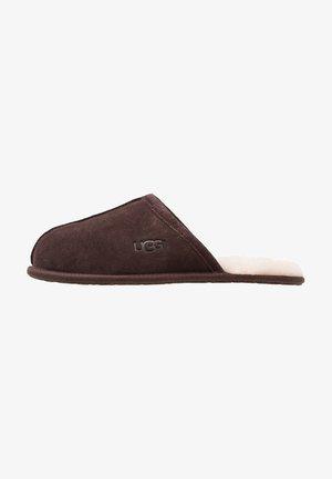 SCUFF - Domácí obuv - brown