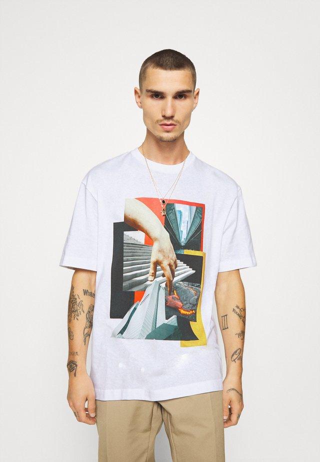 BUILD - T-shirt z nadrukiem - white