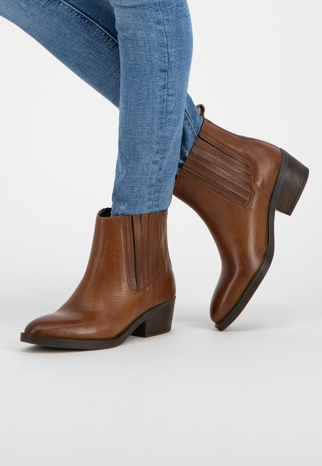 V.HORTA - Classic ankle boots - cognac