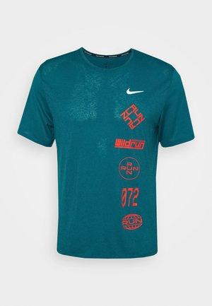 MILER - T-shirt z nadrukiem - geode teal