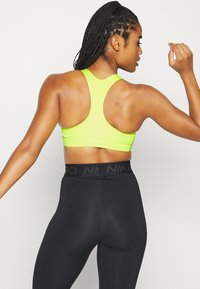 Nike Performance - BRA PAD - Sujetador deportivo - cyber/black - 2