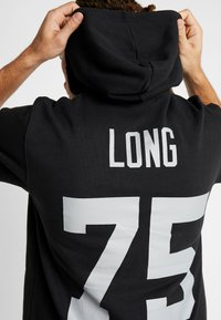 Mitchell & Ness - NFL NAME NUMBER HOODED SHORT SLEEVE - Sweat à capuche - black - 5