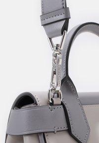 KARL LAGERFELD - IKON JOYSTICK MINI - Across body bag - grey - 4