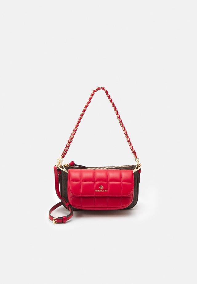JET SET CHARMMD POUCH XBODY SET - Handbag - bright red