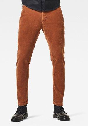 VETAR SLIM - Trousers - oxide ocre gd