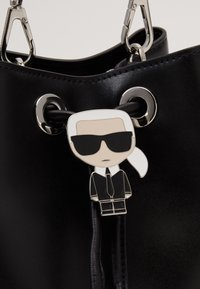 KARL LAGERFELD - IKONIK BUCKET BAG - Sac à main - black - 5