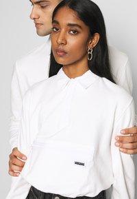 WAWWA - WAWWA UNISEX JONAH RUGBY  - Sweatshirt - white - 4