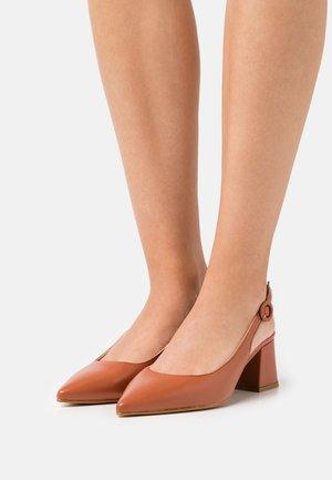 YASCOCO HEELS - Escarpins - brown patina