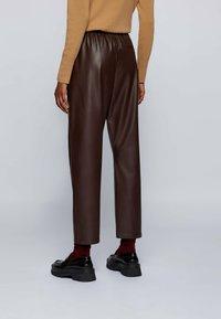 BOSS - TAJOGY - Pantalon de survêtement - dark brown - 2