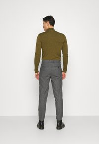 Selected Homme - SLHSLIMTAPERED THEO PANTS - Trousers - grey/houndstooth - 2