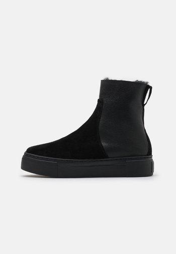 BERN - Kotníkové boty na platformě - black