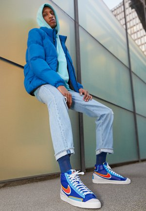 BLAZER MID '77 INFINITE - Höga sneakers - deep royal blue/chile red/copa/university gold/sail/black