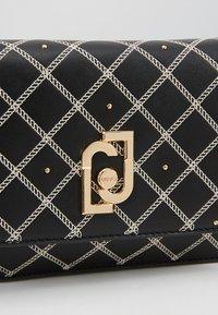 LIU JO - CROSSBODY NEUTRO - Clutch - black - 6