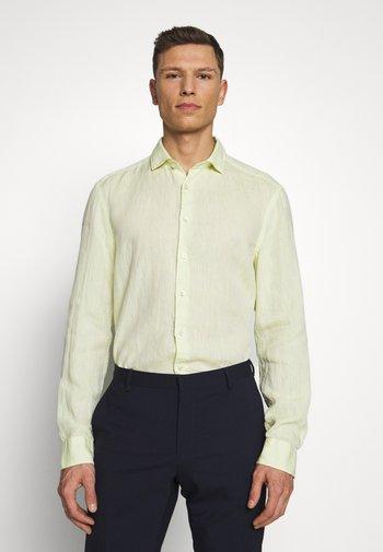 OLYMP LEVEL 5 BODY FIT  - Skjorta - zitronengelb