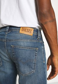 Diesel - LARKEE-X - Straight leg jeans - 009ei - 4