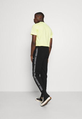 ESSENTIAL LOGO TAPE  - Pantaloni sportivi -  black