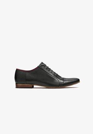 GONZALO - Zapatos con cordones - black