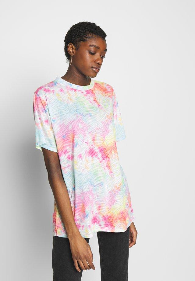 SHORT SLEEVE - T-shirt z nadrukiem - white