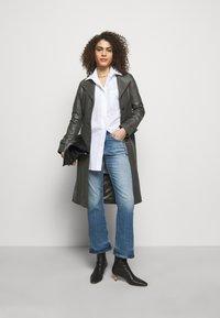 CLOSED - BAYLIN - Flared Jeans - light blue - 1