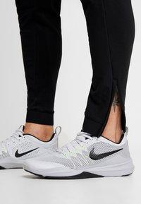 Nike Performance - PANT - Træningsbukser - black - 5