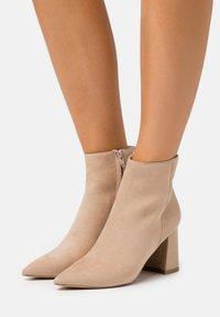 NA-KD - BASIC SLANTED HEEL BOOTS - Ankle boots - beige - 0
