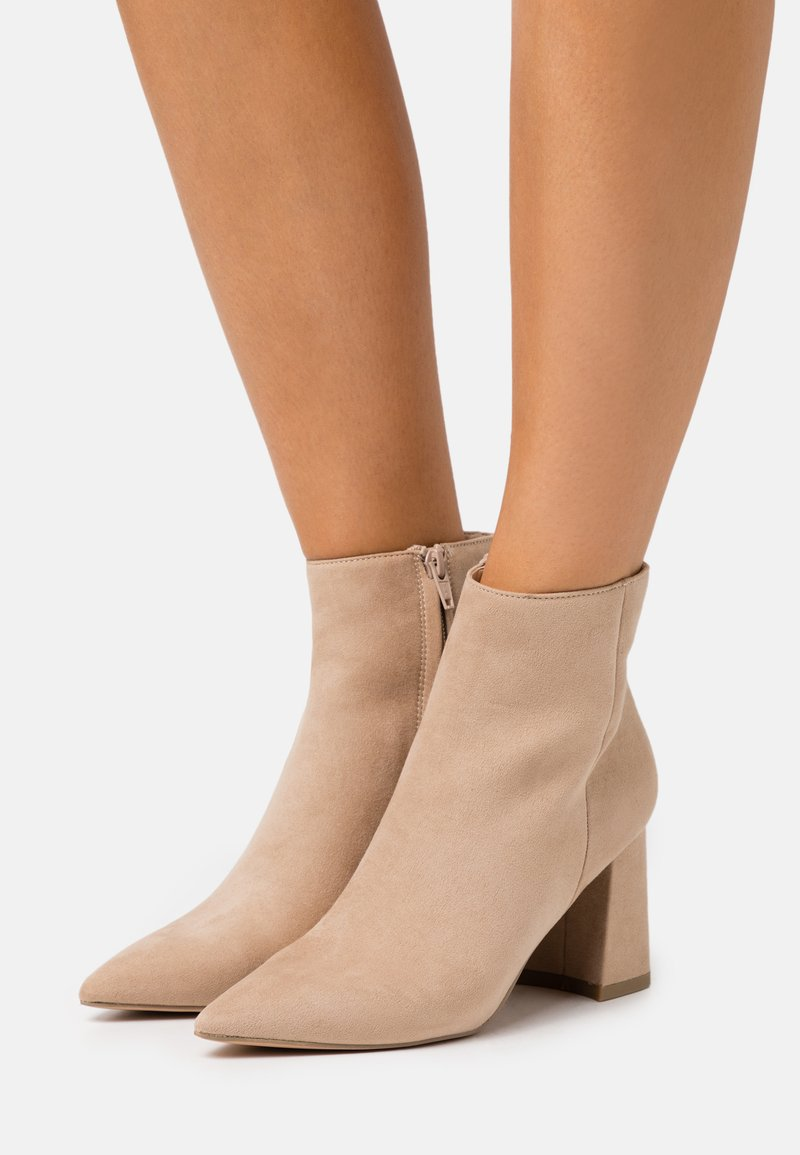 NA-KD - BASIC SLANTED HEEL BOOTS - Ankle boots - beige