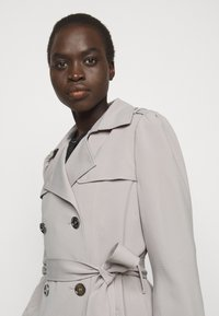 MICHAEL Michael Kors - DOUBLE BREASTED PUFF SLEEVE DRAPERY - Trenchcoat - nickel - 3