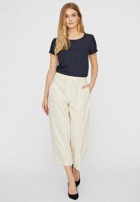 Vero Moda - HOSE HIGH WAIST CULOTTE - Trousers - birch - 1
