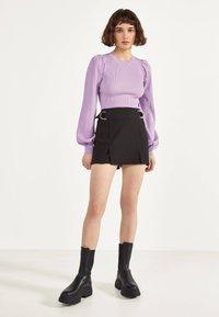 Bershka - MIT SCHNALLEN  - Shorts - black - 1