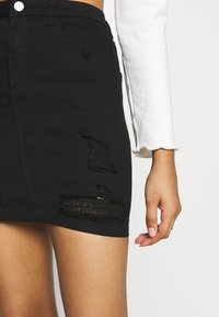 Missguided - DISTRESSED SKIRT - Denim skirt - black - 5