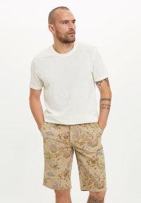 DeFacto - Basic T-shirt - beige - 0